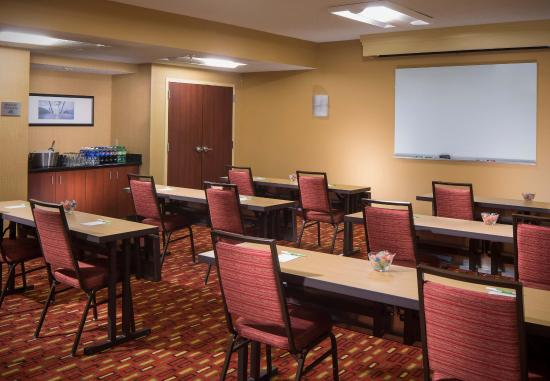 Courtyard by Marriott Melbourne West: Meeting Room - Classroom Setup