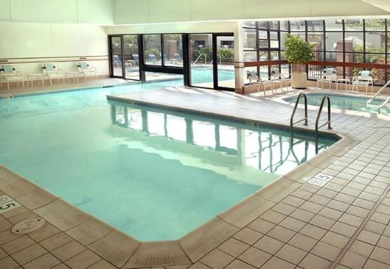 Middletown, Ρόουντ Άιλαντ: Indoor / Outdoor Pool