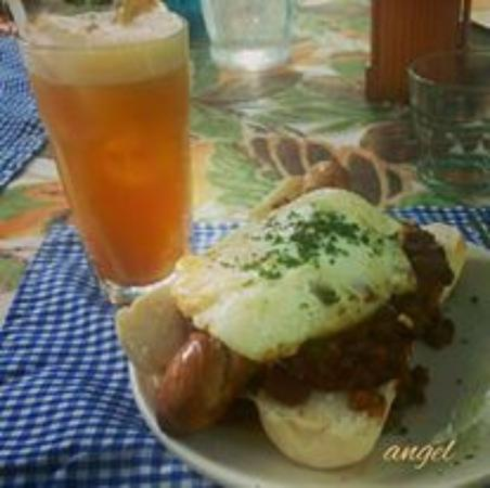 Marikina, Filipina: My suggested dish, Gourmet Sausage Sandwich with Chili Con Carne. Don't be fooled, this is a ver