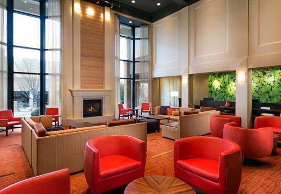 Courtyard by Marriott Kansas City/ East Blue Springs: Lobby