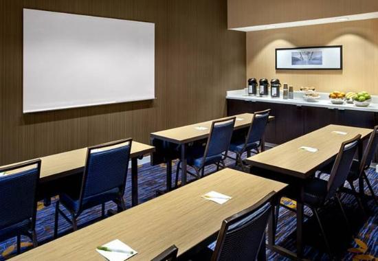 Parsippany, NJ: Meeting Room – Classroom Setup