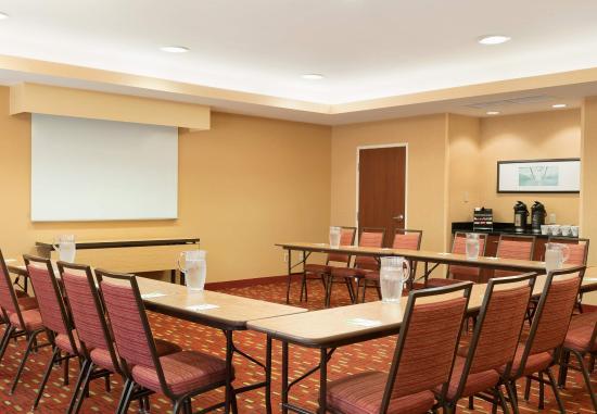 Peoria, IL: Meeting Room - U-Shape Setup