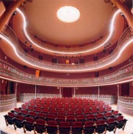 Platea y palcos del Teatro Principal de Valls, el segundo más antiguo de Cataluña en funcionamie