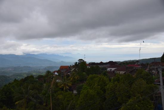Aditya Homestay: Balcony view looking west.