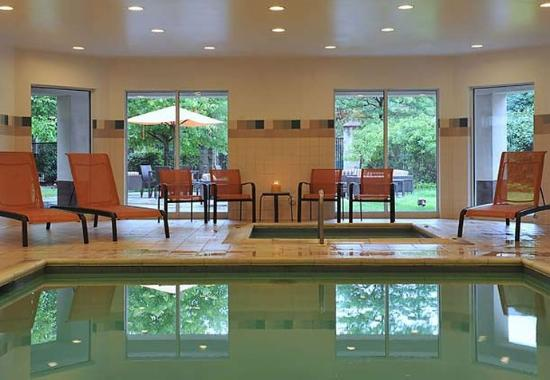 Courtyard by Marriott Edison/Woodbridge: Indoor Pool