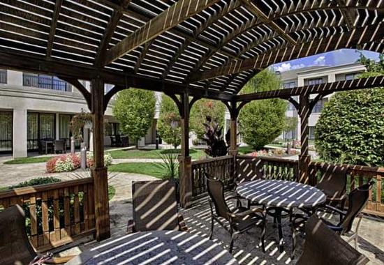 Wall Township, نيو جيرسي: Gazebo Seating Area