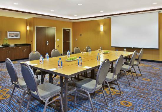 Middleton, WI: Meeting Room - Conference Setup