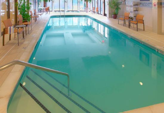 Lincoln, RI: Indoor Pool & Spa