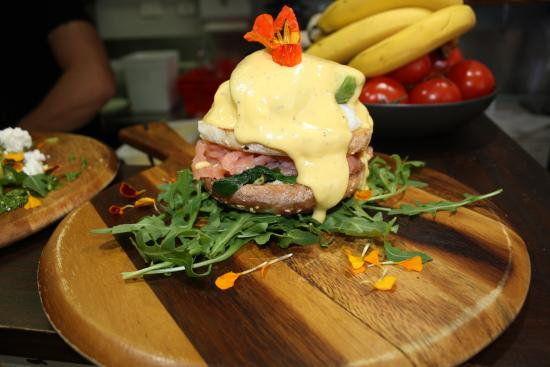 10 Hastings Street Cafe: Eggs Benedict