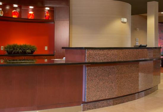 Courtyard by Marriott Sacramento - Folsom: Front Desk