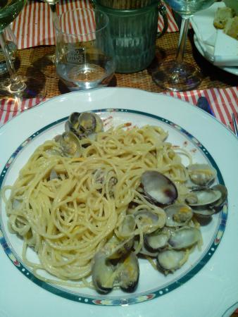Marina di Cecina, إيطاليا: spaghetti vongole,pistacchio e scorza d'arancia