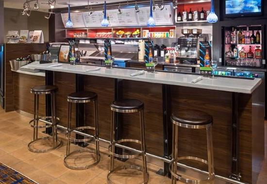 Courtyard by Marriott Winston-Salem Hanes Mall: The Bistro Bar
