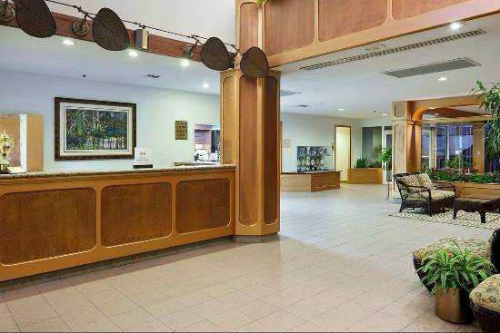 Doubletree Beach Resort by Hilton Tampa Bay / North Redington Beach: Hotel Lobby