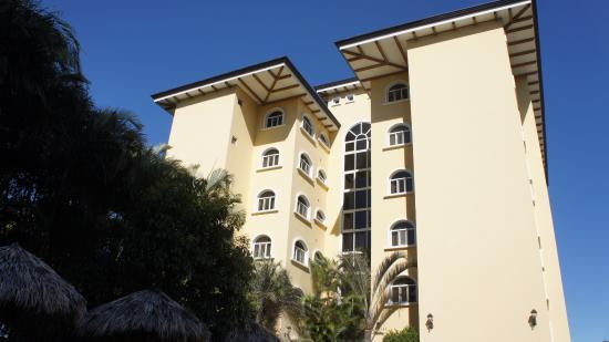 Apartotel & Suites Villas del Rio: El edificio donde estaba nuestra habitación