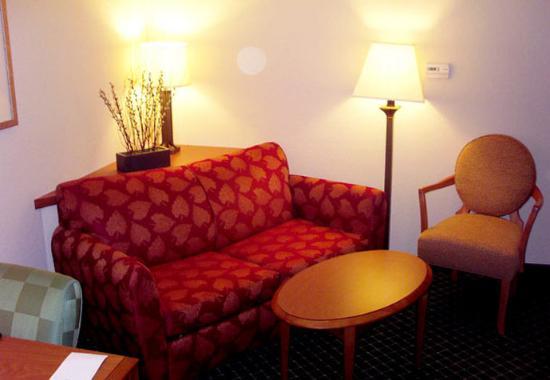 Bloomington, IL: Executive Suite Sitting Area