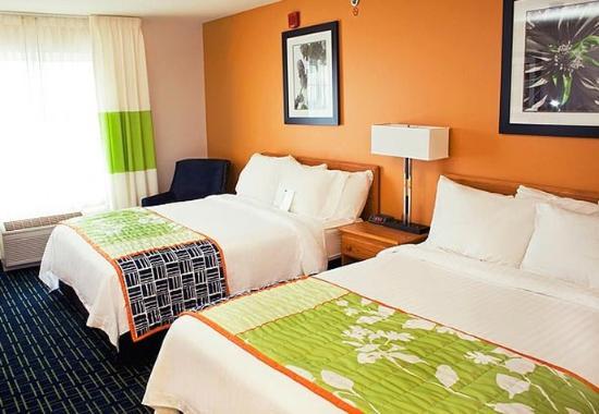 Manchester, CT: Queen/Queen Guest Room