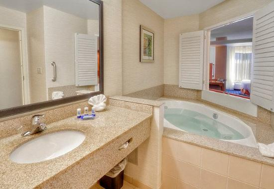 Edmond, OK: King Whirlpool Suite – Bathroom