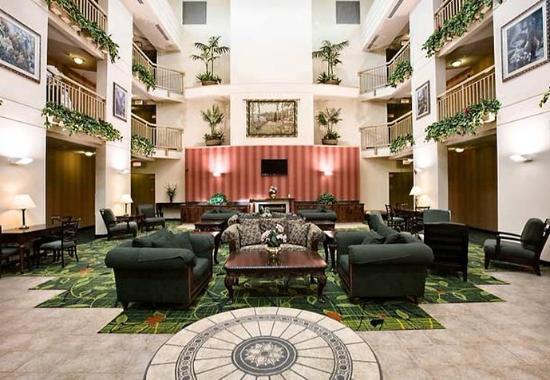 Hayward, CA: Atrium Lounge Area