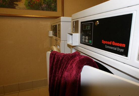 Hayward, CA: Guest Laundry
