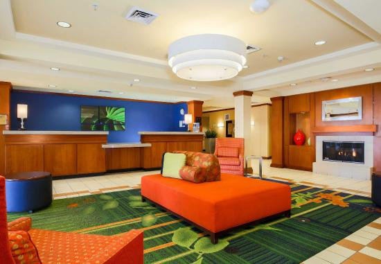 Fairfield Inn & Suites Reno Sparks: Front Desk