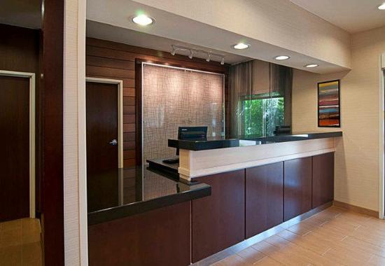 Fairfield Inn & Suites Sioux Falls: Front Desk