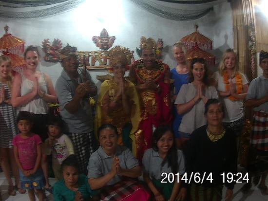 Bali Manggang Cooking Class: Wedding with Made Family and cooking group