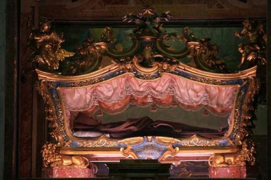 Leonessa, İtalya: Le spoglie del Santo :)