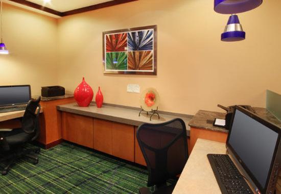 Avenel, NJ: Business Center