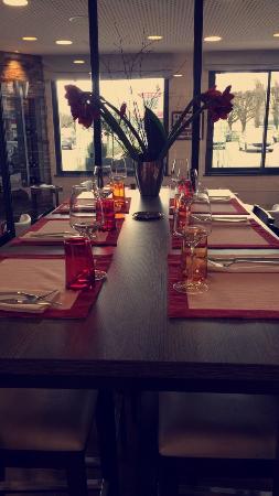 Saint Die des Vosges, Fransa: Table haute BistroChic 💕