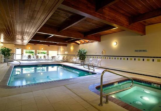 Fairfield Inn & Suites Seattle Bellevue/Redmond: Indoor Pool & Whirlpool
