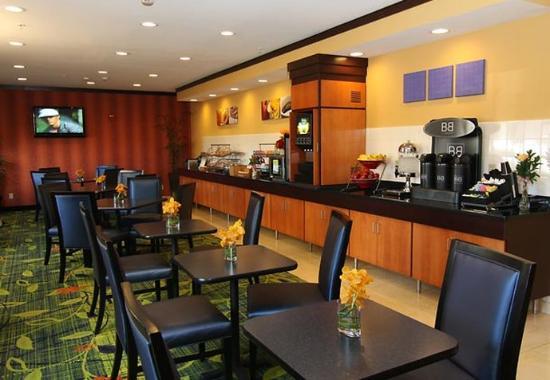 Roseville, MN: Breakfast Area