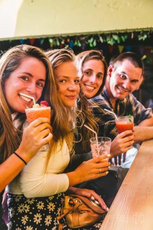 F&F Hostel : Drink Machine Bar