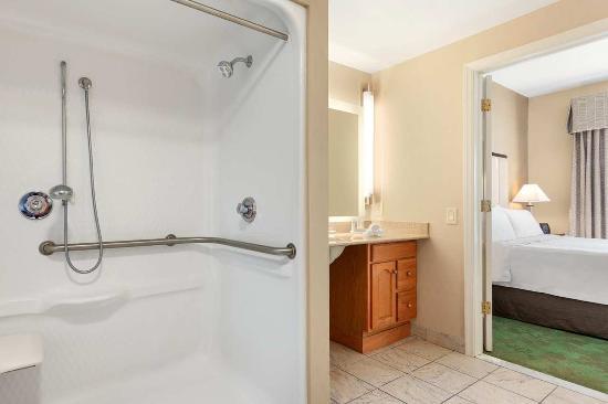 Ρέντινγκ, Πενσυλβάνια: Roll-in Shower