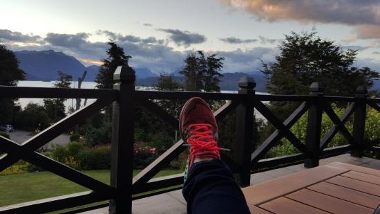 Hosteria Le Lac: Descansando al aterdecer en la Terraza!