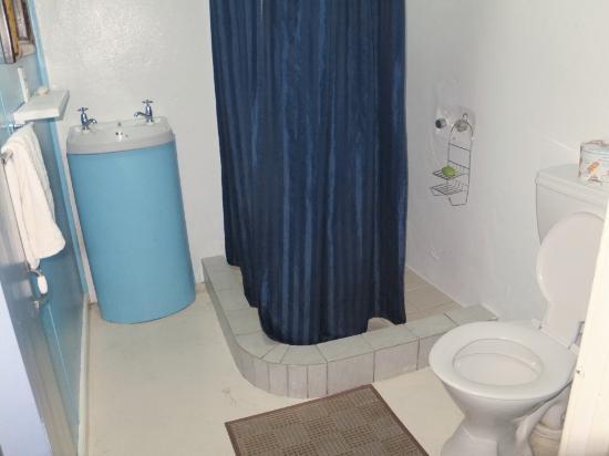 Samoan Outrigger Hotel: wash room