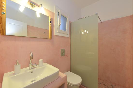 Arhontou: bathroom