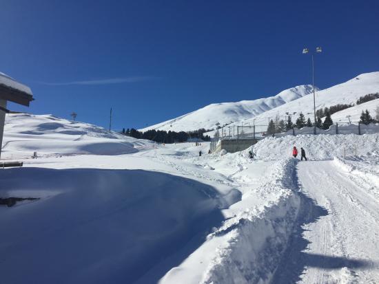 Hotel Engiadina: Ski Hill Zuoz