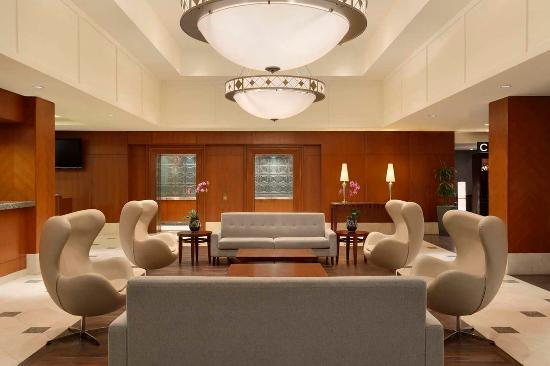 Hilton Vancouver Airport: Hotel Lobby