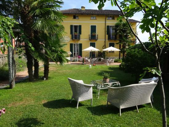 Hotel Villa Carona: Garten auf der Strassenseite