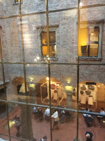 Poznan Archaeological Museum: Beautiful old palace with a modern and fun (even for kids) museum in it.
