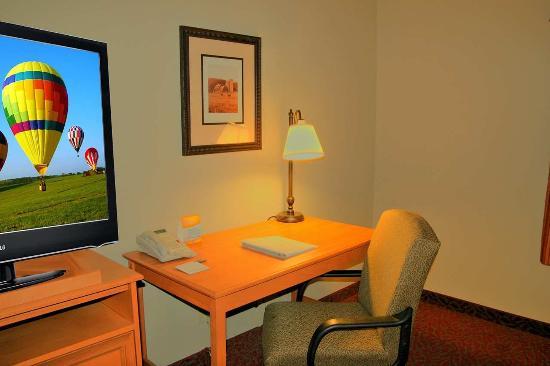 Norfolk, NE: Guest Room Desk