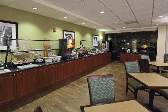 Hampton Inn Cocoa Beach/Cape Canaveral: Breakfast Area