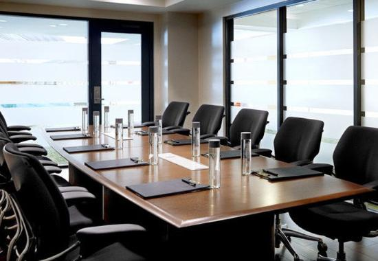 Burlingame, CA: Waterfront Boardroom