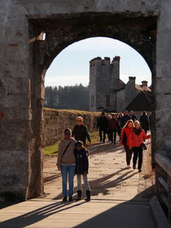 Burghausen, Almanya: im Hintergrund die eigentliche Burg (ein Teil davon)