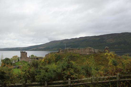 Drumnadrochit, UK: View of the ground from the entrance