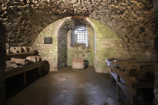 Drumnadrochit, UK: A storeroom below the main castle tower.