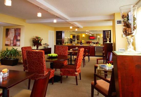 Ηστ Έλμχερστ, Νέα Υόρκη: Concierge Lounge