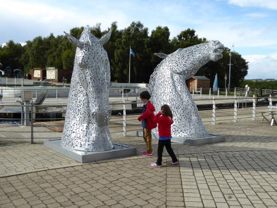 Falkirk, UK: Mini Kelpies are not far away either!