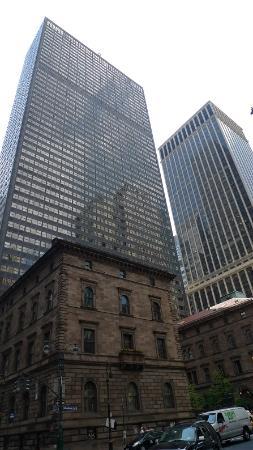 Lotte New York Palace: ファセードは重厚でも実は大型ホテルです