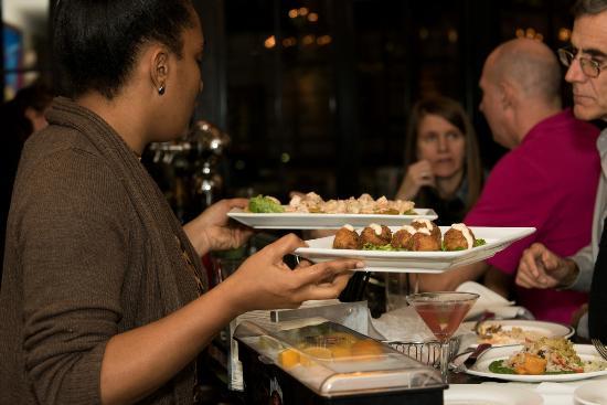 New Rochelle, estado de Nueva York: Dining at the bar.